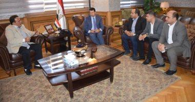 أشرف صبحى يلتقى سكرتارية الشباب باتحاد عمال مصر