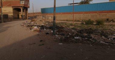 تراكم القمامة والمجارى وتهالك الطرق أبرز معاناة أهالى قرية نزلة الأشطر بالجيزة