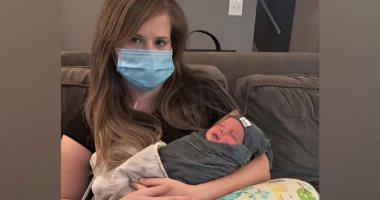 أمريكية مصابة بكورونا تلد طفلها من على جهاز التنفس الصناعى.. صور