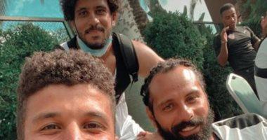 عبد الغنى ينشر سيلفى مع جنش بـ النيو لوك بصحبة جمعة من معسكر برج العرب