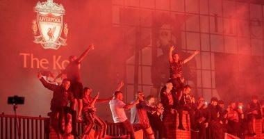 """احتفالات صاخبة لجماهير ليفربول بلقب الدوري الإنجليزي خارج """"أنفيلد"""".. فيديو وصور"""
