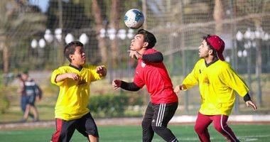 فريق قصار القامة يرفع شعار كرة القدم للجميع..صور وفيديو