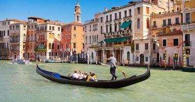 مراكب البندقية الشهيرة بإيطاليا تقلص عدد ركابها .. اعرف القصة