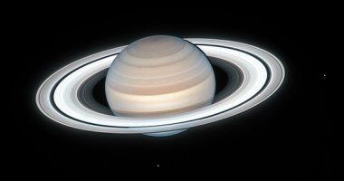 دراسة تكشف سبب ميل كوكب زحل بمقدار 27 درجة