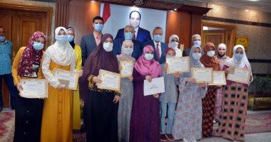 محافظ القليوبيه يكرم 27 من حفظة القرآن الكريم من جميع المراحل التعليمية (صور)