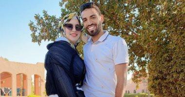 إسلام محارب يغازل زوجته فى عيد زواجهما الخامس: كل سنة وانتى سند ليا يا حبيبتى