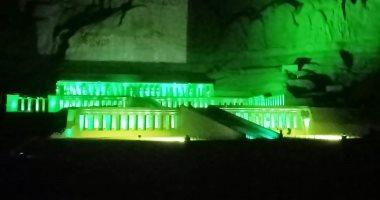 صور.. إضاءة معبد حتشبسوت بالأخضر احتفالا باليوم العالمى لالتهاب الكبد الوبائى