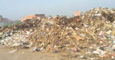 شكوى من تراكم القمامة بمدخل مدينة أوسيم بمحافظة الجيزة