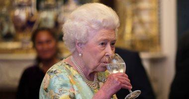 لا تقعد ولا تأكل قبلها.. تعرف على بروتوكول العشاء مع الملكة إليزابيث