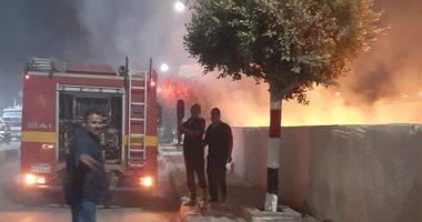 صورة الحماية المدنية بالإسكندرية تسيطر على حريق نشب فى محل أسماك بالهانوفيل