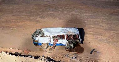 أول صور لحادث الطريق الصحراوى الشرقى في سوهاج بعد مصرع شخص وإصابة 13
