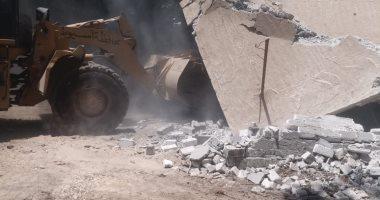 إزالة 11 حالة تعدٍ على الأراضى الزراعية فى محافظة أسيوط