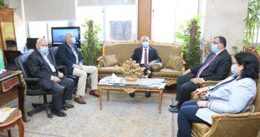رئيس جامعة المنوفية يسلم الباجورى مهام عمله نائبا لخدمة المجتمع وتنمية البيئة