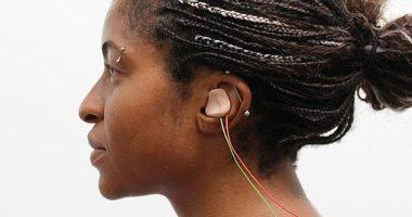 باحثون يطورون جهازا يشبه سماعة الأذن يمكنه مساعدتك على تعلم اللغات