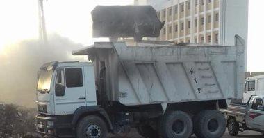 رفع القمامة من شارع المطحن ومحيط المقرات الانتخابية بكوم أمبو
