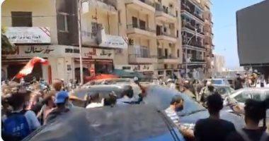 لبنانيون يطردون محافظ بيروت