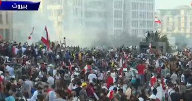 المحتجون داخل مقر الخارجية اللبنانية يطالبون برحيل الرئيس ورئيس الحكومة