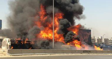 تصادم سيارتين يتسبب فى حريق هائل أعلى دائرى المعادى.. صور