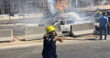 """أول فيديوهات لحريق هائل بسبب تصادم سيارتين على """"الدائري"""" في المعادي"""