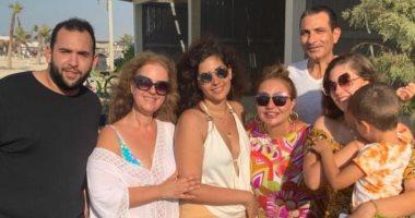 ليلى علوى تستمتع بالعطلة الصيفية برفقة أسرتها.. صور