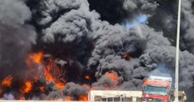 حريق ضخم على طريق الجهراء بالكويت بسبب اشتعال صهريج وقود.. فيديو وصور