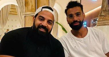 """صورة جديدة لمحمد صلاح بالنظارة و""""النيو لوك"""""""