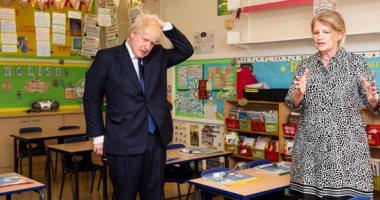 طلاب الثانوية العامة فى بريطانيا يقاضون الحكومة بسبب تخفيض الدرجات