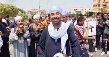 """فيديو.. المصريون يحتفلون بـ""""الطبل والمزمار"""" بعد الإدلاء بأصواتهم في انتخابات الشيوخ"""