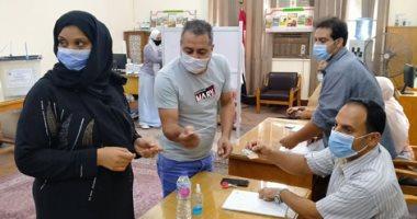 إقبال الناخبين على التصويت بانتخابات مجلس الشيوخ في لجنة وزارة الزراعة بالدقي