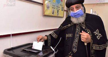 فيديو.. البابا تواضروس الثانى يدلى بصوته فى انتخابات مجلس الشيوخ بالوايلى