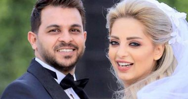 المطرب محمد رشاد ينفصل عن زوجته المذيعة مى حلمى ويحذف صورها