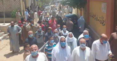 صور.. حشود الناخبين تتحدى ارتفاع درجة الحرارة بالقاهرة