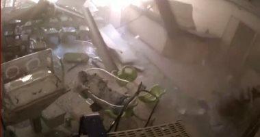 لحظات الانفجار الأولى لمرفأ بيروت من داخل مستشفى بالعاصمة اللبنانية.. فيديو