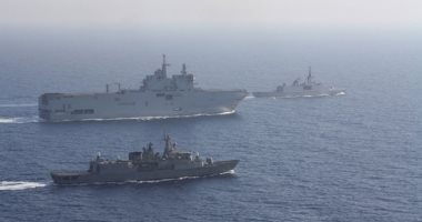 سفن حربية تشارك فى المناورات