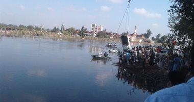 فيديو وصور.. استخراج إحدى السيارات الغارقة فى حادث معدية البحيرة