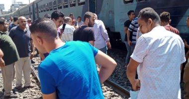 خروج قطار ركاب عن القضبان فى غمرة.. وارتباك فى الحركة.. صور