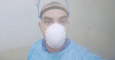 """جيشنا الأبيض.. """"أحمد"""" فنى تمريض بمستشفى جامعة طنطا فى مواجهة كورونا"""