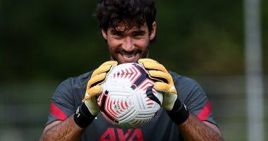 أليسون يكشف حقيقة صراخه فى مدافعى ليفربول أثناء المباريات