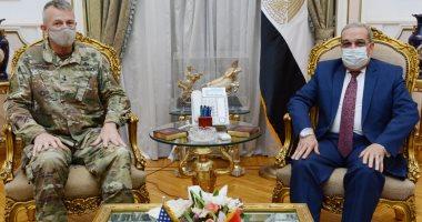 وزير الإنتاج الحربى يبحث مع الملحق العسكرى بالسفارة الأمريكية دعم التعاون