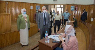 نائب رئيس جامعة طنطا يتفقد سير امتحانات الدراسات العليا بكلية الصيدلة