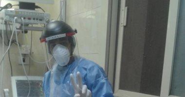 """الجيش الأبيض..""""الحسينى"""" ممرض بمستشفى صدر العباسية فى مواجهة كورونا"""