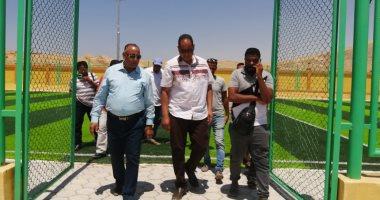 صور.. مدير شباب ورياضة الأقصر ورئيس مدينة الطود يتابعان تجهيزات المنشآت الشبابية