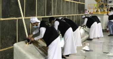 رئاسة شئون الحرمين تباشر إسدال ثوب الكعبة المشرفة.. صور