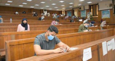 اختتام امتحانات طلاب الفرق النهائية بجامعة القاهرة للأسبوع السادس دون مشاكل