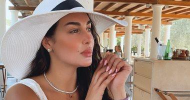 إطلالات مختلفة للنجمة ياسمين صبرى بفساتين بسيطة تبرز أناقتها.. صور