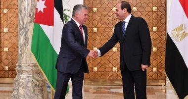 العاهل الأردني يودع الرئيس السيسي بعد اختتام أعمال القمة الثلاثية