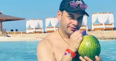 """مصطفى قمر يروج للسياحة من شواطئ مطروح: """"أجمل مكان فى مصر"""".. فيديو"""