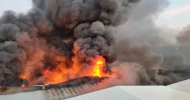 حريق فى مستودعات بمكة و عزل المنطقة منعا للإنتشار.. صور