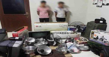 أمن سوهاج يضبط عصابة تسرق المساكن ويعيد المسروقات