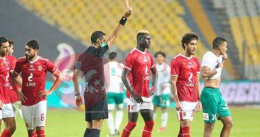 """""""صرخة ومخالفة ورمى إزازة"""".. شاهد ماذا فعل لاعب المصرى بعد طرده من الملعب"""